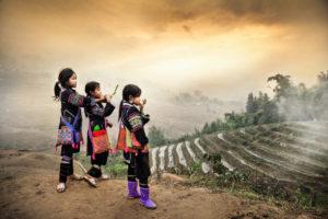 Vietnam helyi törzsei. Hamisítatlan, ősi törzsi kultúra.