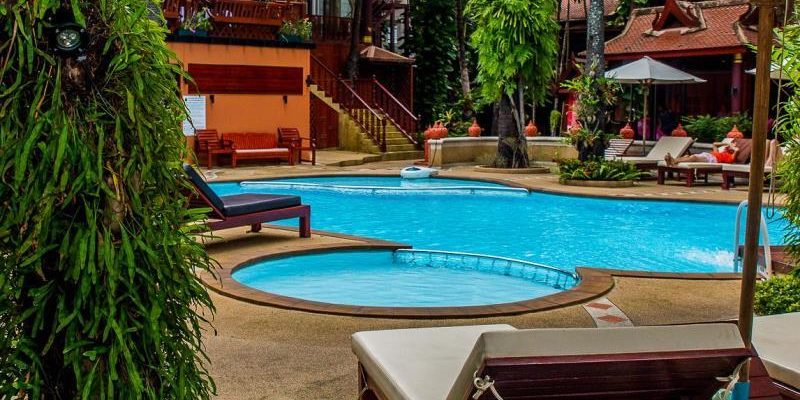 royal_phawadee_village_garden_and_pool03