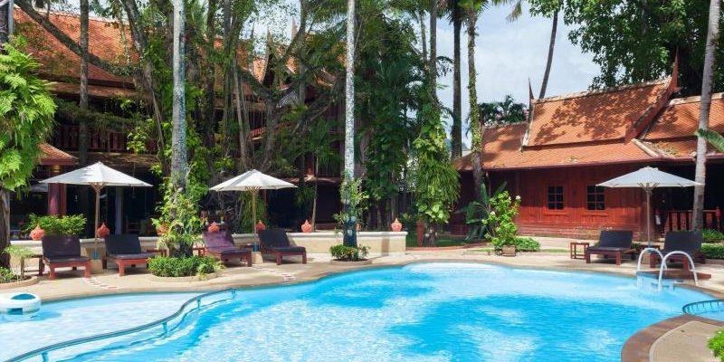 royal_phawadee_village_garden_and_pool05