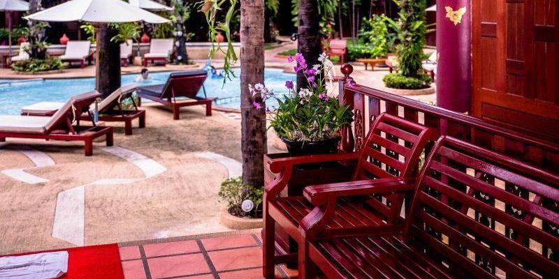 royal_phawadee_village_garden_and_pool06